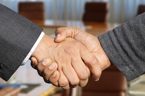 Poignee mains - Paul Nathan, nouveau vice-president Geyvo Ile de France